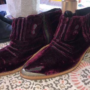 Freepeople Western velvet booties 🌵Barbary
